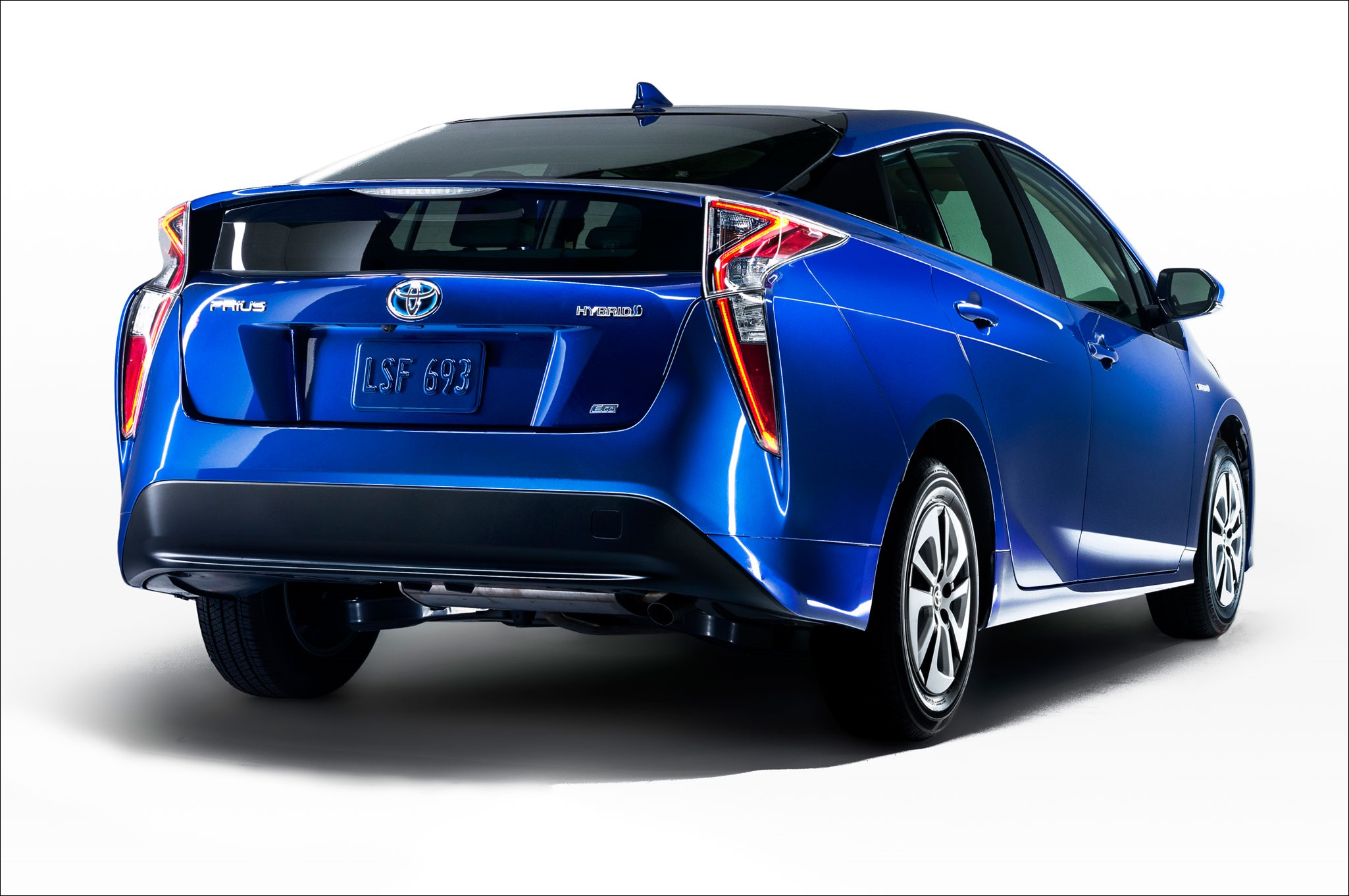 2016-toyota-prius-eco-rear-view-at-angle