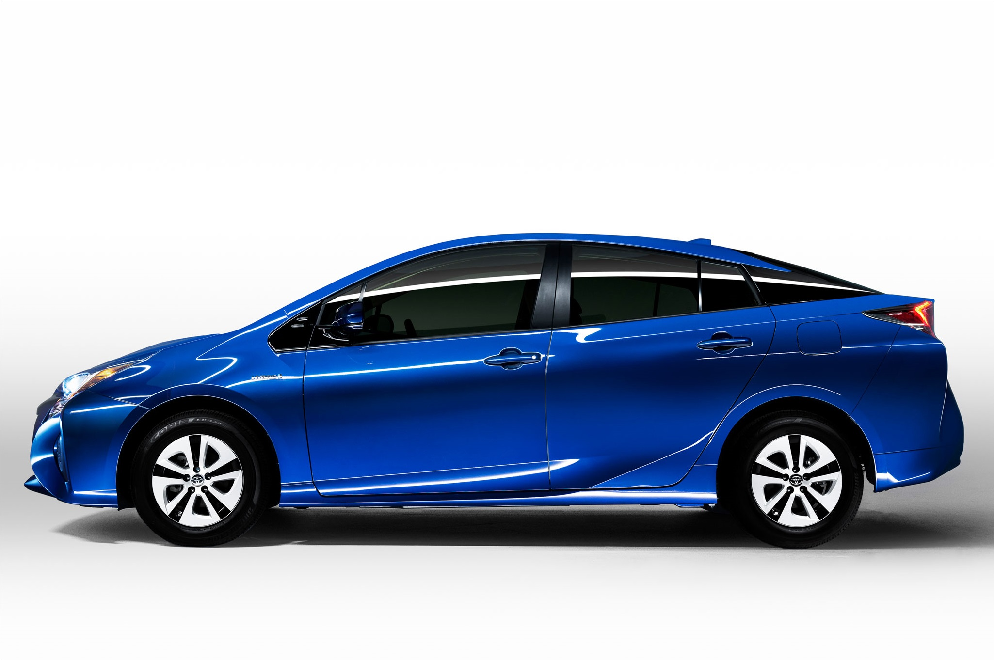2016-toyota-prius-eco-side-view (1)