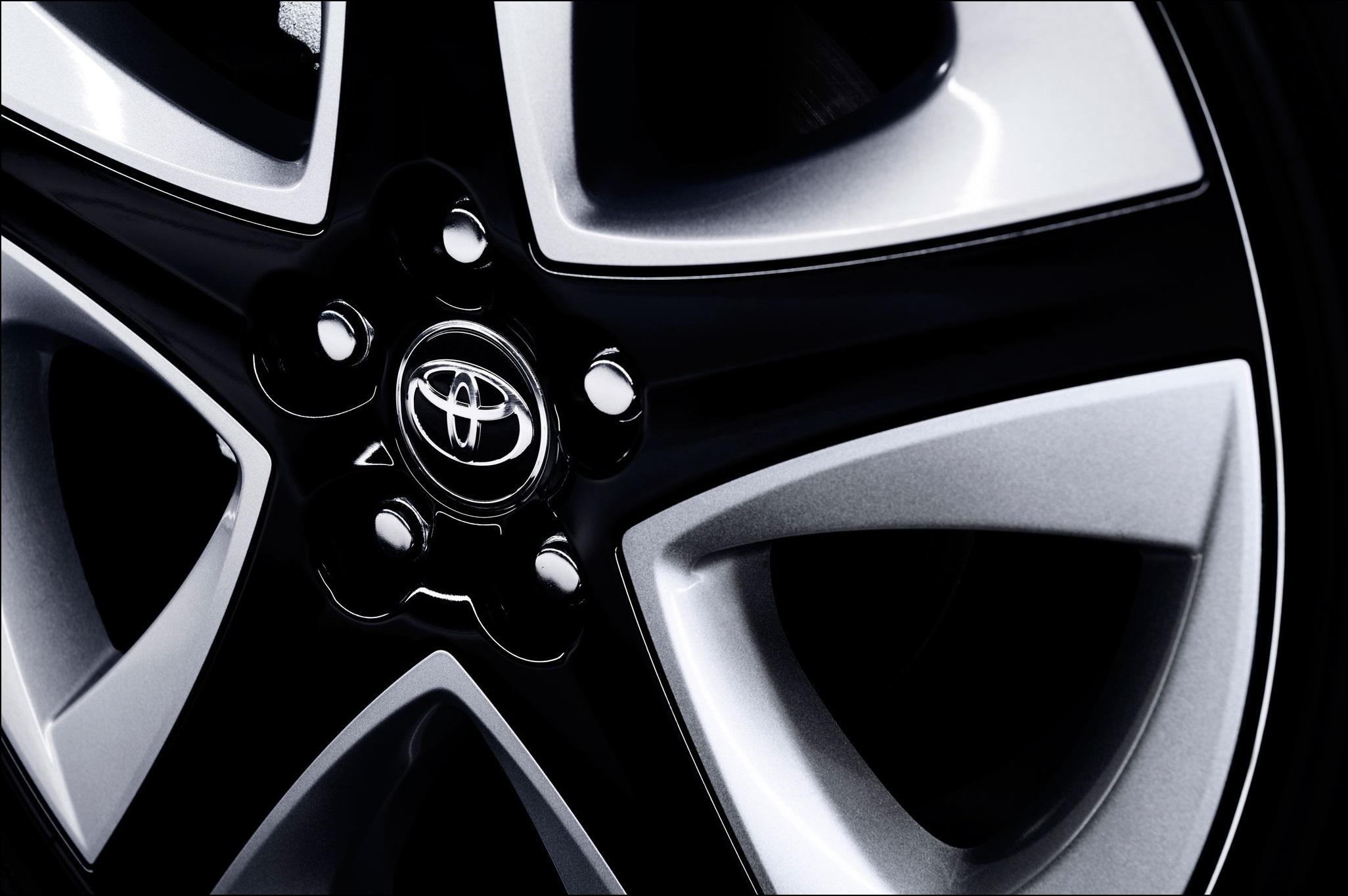 2016-toyota-prius-wheel
